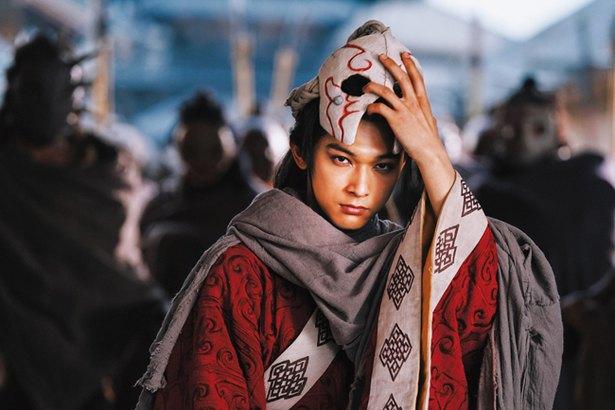 吉沢亮さんがキングダムで王を演じた様子